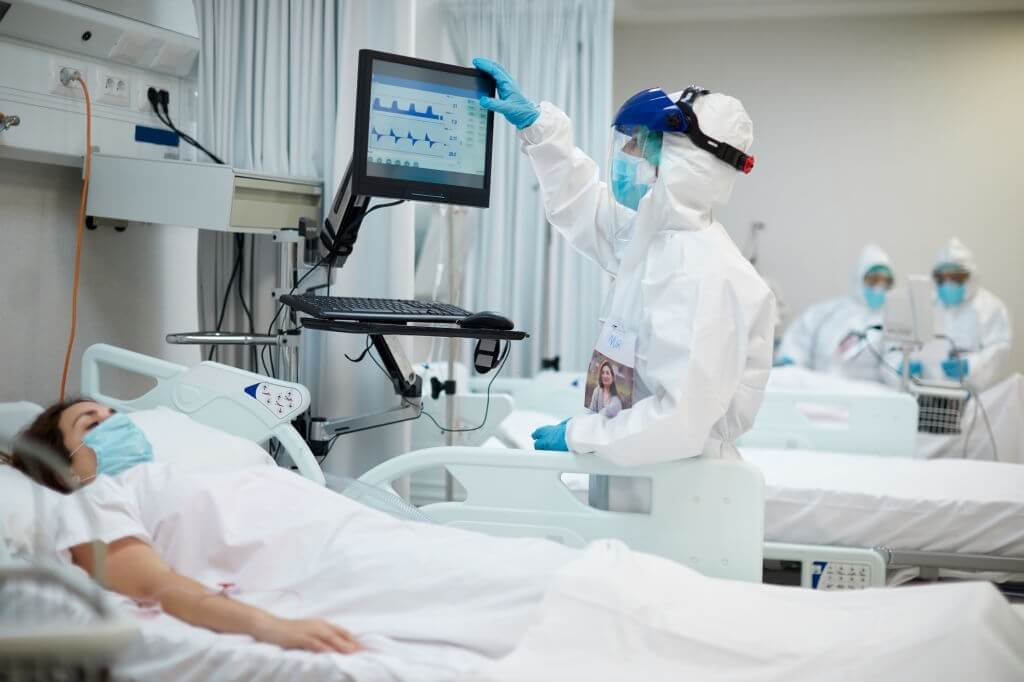 As COVID-19 Surges, 93% Of Oregon's Hospital Beds Are Full, ICU Beds Are 90% Full